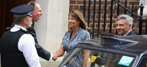 El bebé real recibe la visita de sus abuelos, los padres de Kate Middleton