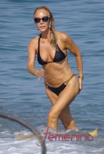 Carmen Lomana en bikini, de vacaciones en Marbella