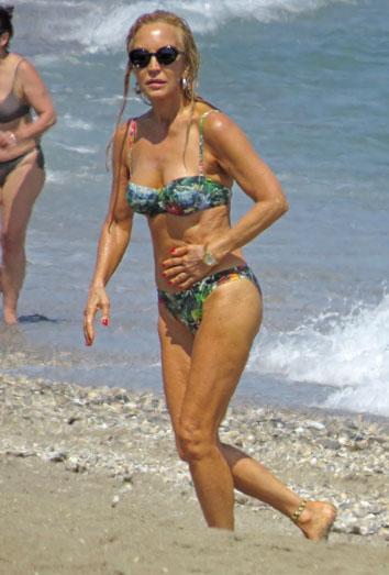 Carmen Lomana luce tipazo en bikini
