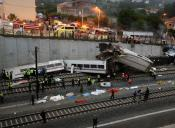 Tragedia ferroviaria en Galicia al descarrilar un tren Alvia Madrid-Ferrol con 220 pasajeros a bordo