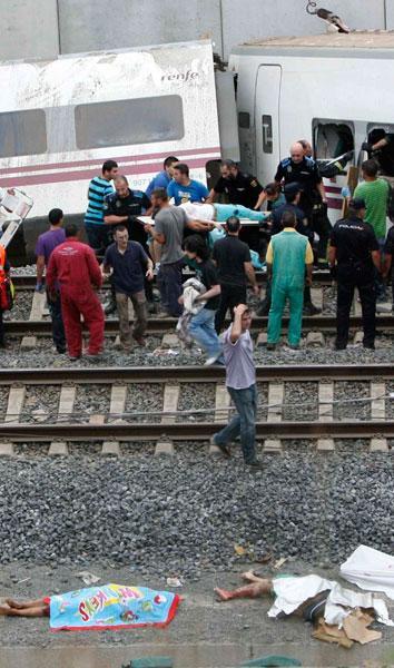 Más de 140 heridos y 77 muertos en el descarrilamiento de un tren Alvia Madrid-Ferrol