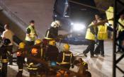 Continúa la búsqueda de víctimas en los vagones del tren descarrilado cerca de Santiago de Compostela