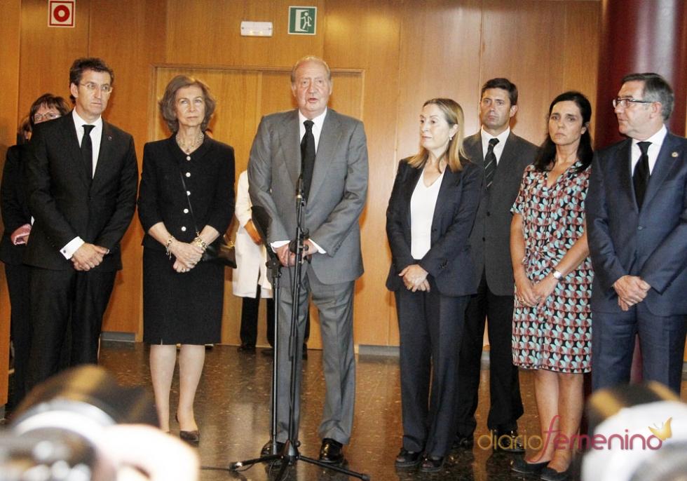 Los Reyes visitan a las víctimas en el hospital tras el accidente de tren en Santiago