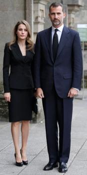 Felipe y Letizia en el funeral por las víctimas del accidente de tren de Santiago