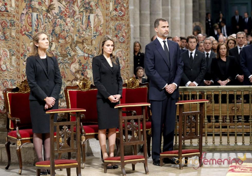 El príncipe Felipe, Doña Letizia y la Infanta Elena presiden el funeral por las víctimas del accidente ferroviario