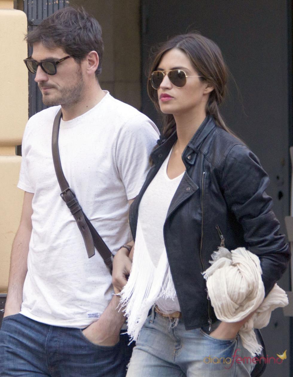 Iker Casillas y Sara Carbonero paseando por las calles de Madrid