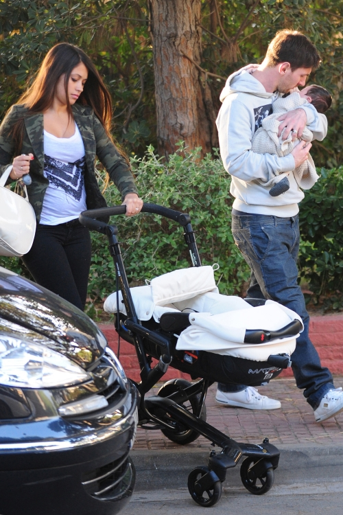 Antonella Roccuzzo, Leo Messi y el pequeño Thiago forman una preciosa familia.