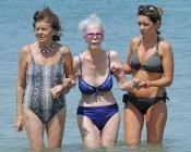 La Duquesa de Alba luce en bikini durante sus vacaciones en las playas de Ibiza