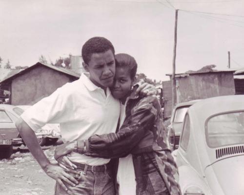 El presidente de Estados Unidos Barack Obama y su mujer Michelle se han apoyado para llegar a lo más alto