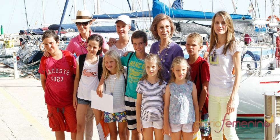 Letizia durante sus vacaciones en Mallorca con la Infanta Cristina y la reina Sofía