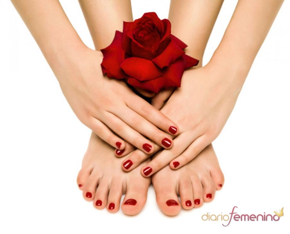 Uñas rojas, la manicura de la pasión