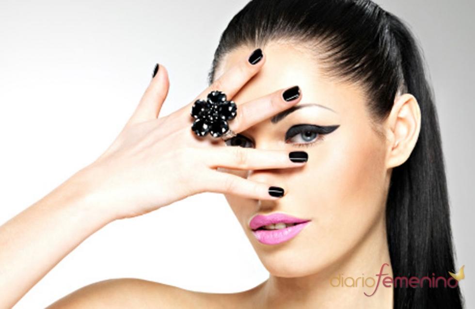 Uñas negras, una manicura con carácter