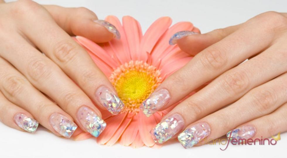 Uñas efecto cristalino, una manicura muy femenina