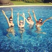 Irina Shayk se lo pasa en grande con sus amigas en la piscina