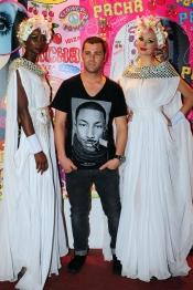 Fonsi Nieto se lo ha pasado bien en la fiesta Flower Power 2013 en Ibiza