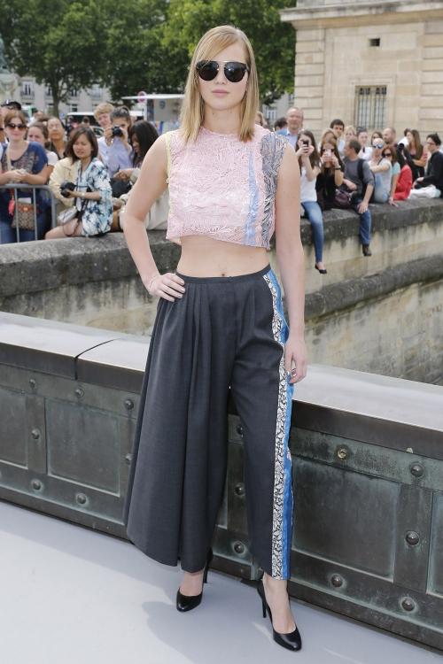 A Jennifer Lawrence le gusta mostrar su vientre tan plano