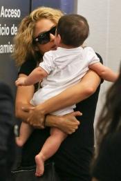 Shakira y Milan revolucionaron el aeropuerto de Los Angeles