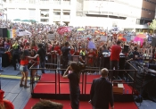 Una multitud en Callao esperaba el estreno de This is Us de One Direction