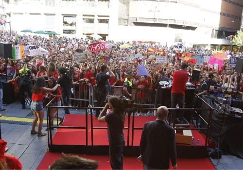 Una multitud en Callao esperaba el estreno de This is Us de One Direction