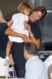 Mamen Sanz y su hija María vibraron en el Bernabéu en el homenaje a Raúl González