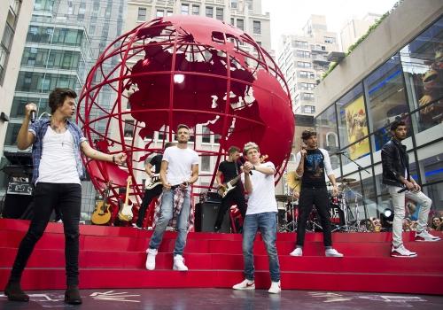 One Direction consigue volver locas a sus fans en cada actuación