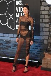 La modelo Erin Wasson en la alfombra roja de los MTV VMA 2013
