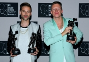Macklemore  y Ryan Lewis con sus tres MTV VMA 2013