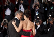 Festival de Venecia 2013: Sandra Bullock y George Clooney presentaron Gravity