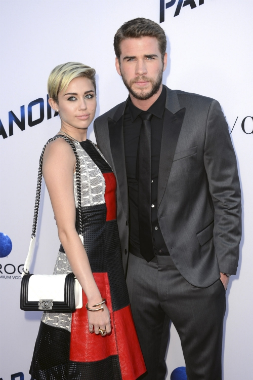 Miley Cyrus en un evento con Liam Hemsworth