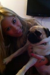 Gaby de MYHYV, muy tierna con su perrito