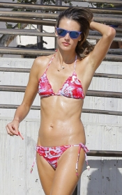 La modelo Alessandra Ambrossio, espectacular en bikini