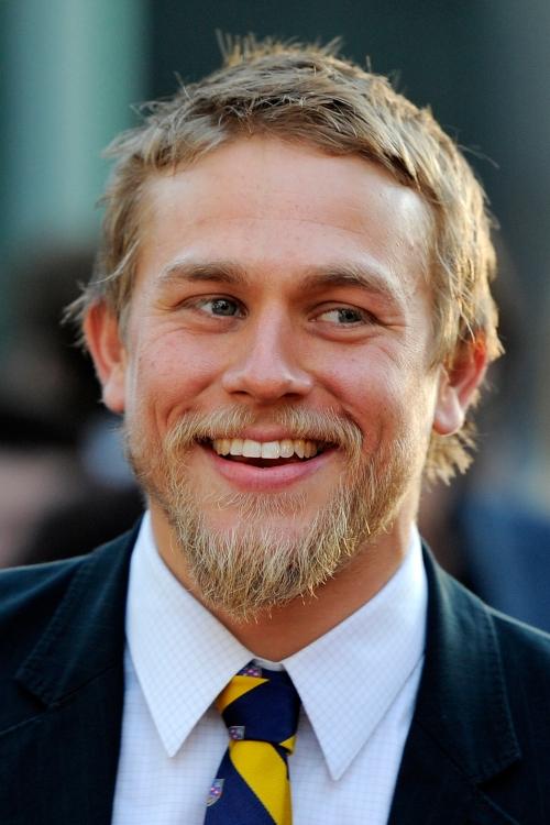 50 Sombras de Grey: Charlie Hunnam sonrié porque será Christian Grey