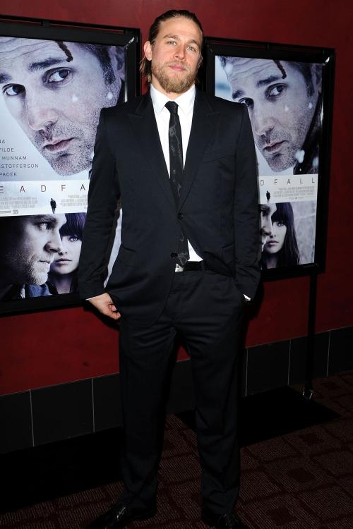 Charlie Hunnam como Christian Grey en 50 Sombras de Grey