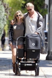 Elsa Pataky y Chris Hemsworth, padres entregados de su hija India