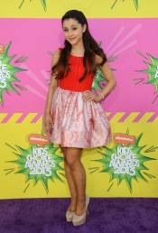 Ariana Grande en los Nickelodeon's Kids' Choice Awards 2013