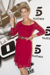 Tania Llasera, muy guapa para presentar a La Voz 2 de Telecinco