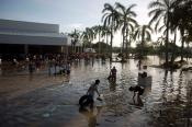 Los ciudadanos de Acapulco colaboran en las tareas de limpieza