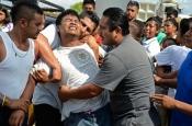Un herido en las inundaciones de Acapulco es rescatado por los ciudadanos