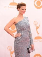 Emily Deschanel en la alfombra roja de los Emmy 2013