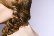 Trenza de espiga, el peinado del año