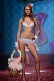 Dasha Kapustina, novia de Fernando Alonso, en lencería