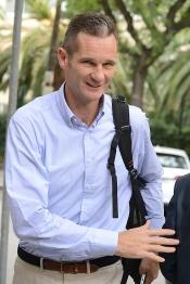 Urdangarin vuelve a España sin la Infanta Cristina y sospechosamente feliz