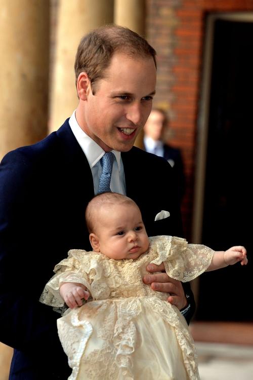 El Príncipe Guillermo, en el bautizo del Príncipe Jorge: el papá más orgulloso