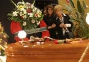 Ana Marx se despide de Manolo Escobar en su capilla ardiente