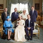 La familia real británica y Kate Middleton en el bautizo del Príncipe Jorge