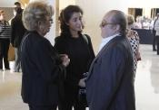 La viuda, su hija Vanessa y Arévalo despiden a Manolo Escobar