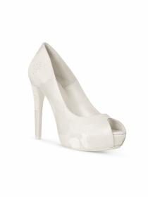 Los zapatos más femeninos de la colección Rosa Clará 2015