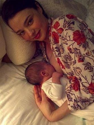 Lactancia materna: famosas que dan el pecho a sus bebés