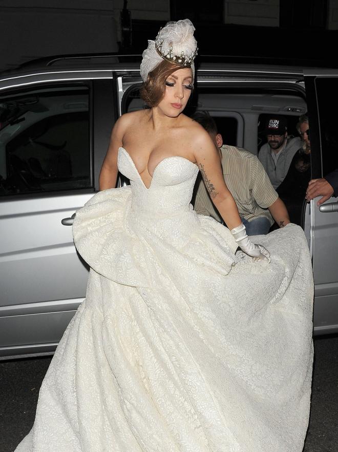 boda de lady gaga: vestidos de novia de firma