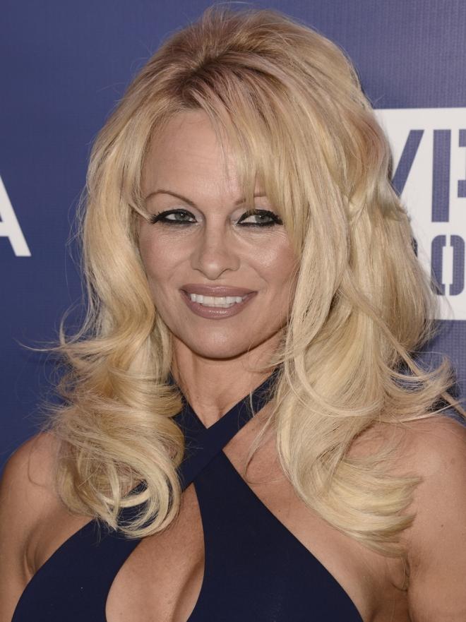Pamela Anderson, La Eterna Vigilante De La Playa
